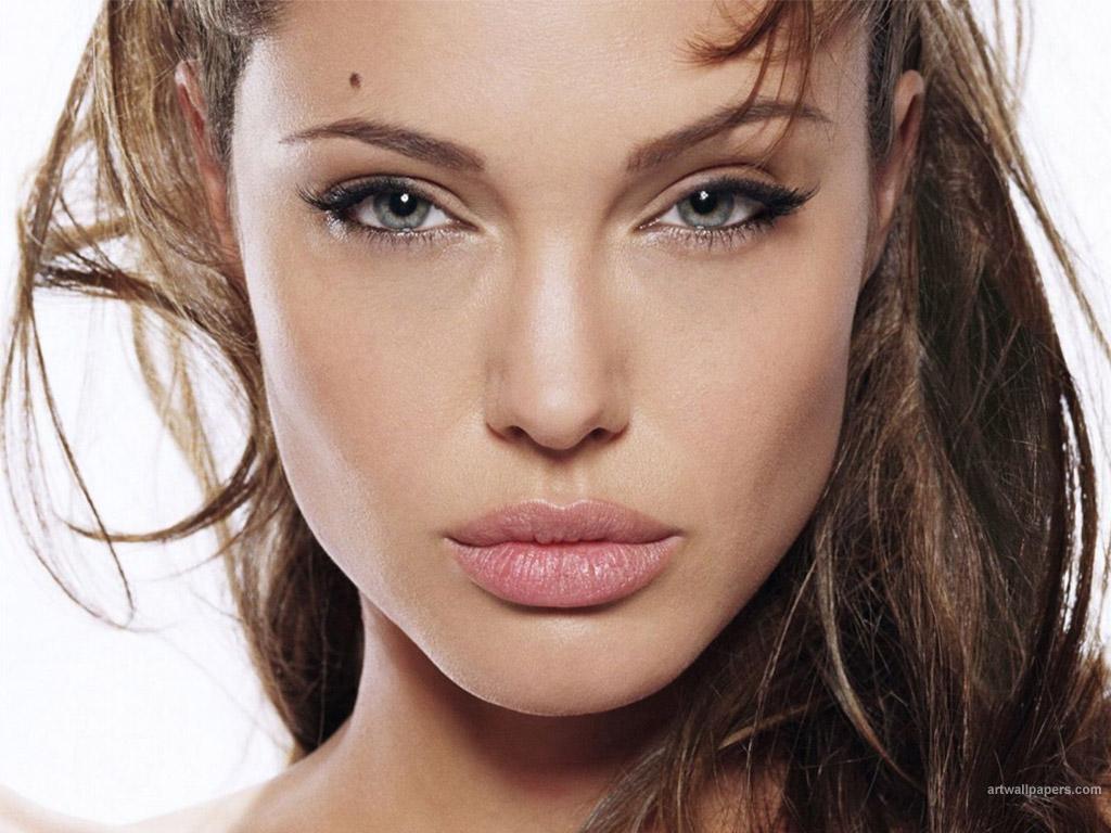 Angelina Jolie - 132 - [1024 x 768]
